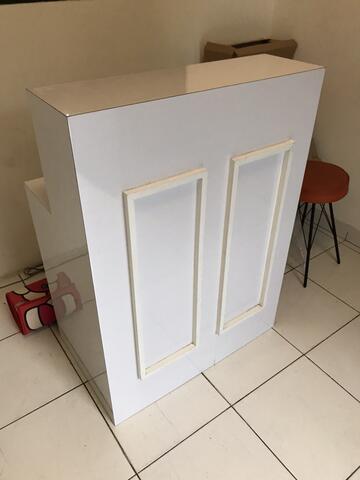 Meja kasir minimalis white elegant bekas