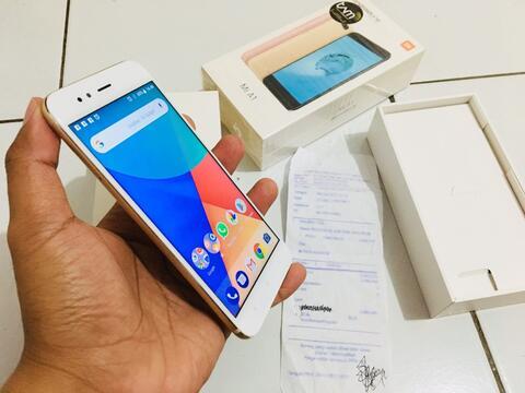 Terjual Xiaomi Mi A1 Gold 4 32 Garansi Resmi Erafone Mulus (J7 J5 F5 ... c6a9c46b46