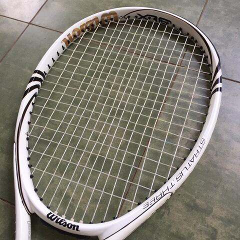 raket tenis wilson blx stratus three
