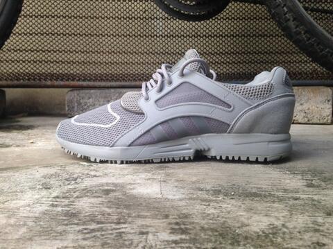 ORIGINAL-BNIBWT Adidas Racer Lite Grey size 40 2/3 muraahhh...