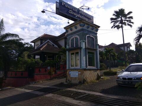 tanah/Rumah malang Bali jakarta surabaya