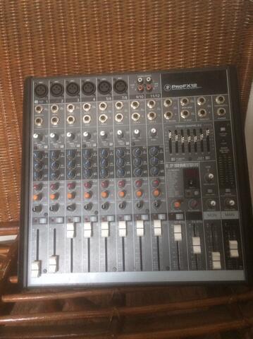 mixer mackie PRO FX12