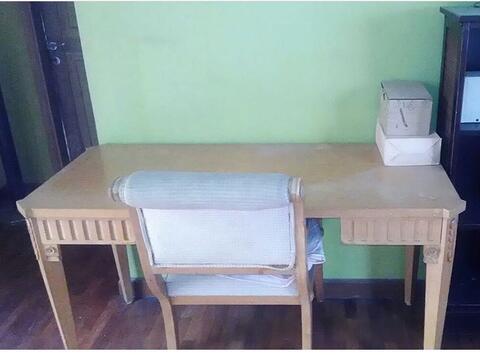 kursi dan meja kerja