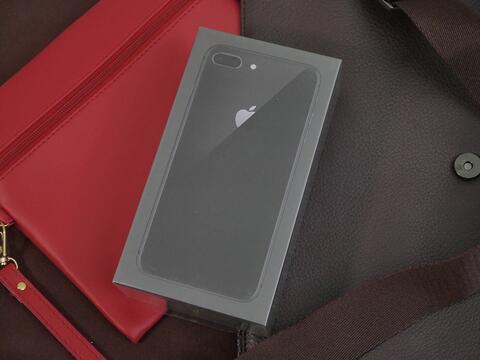 iPhone 8 Plus 256GB BNIB mulus & masih segel!
