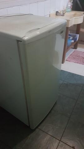 JUAL CEPAT! Kulkas Freezer Sanyo HF-S4LL