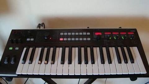 Keyboard Korg R3 Synthesizer + Vocoder