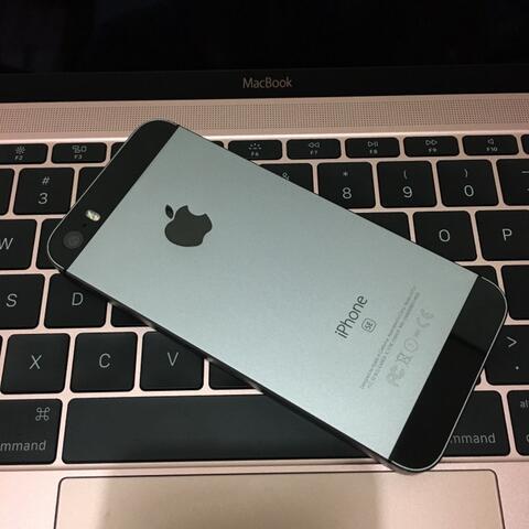 iPhone SE 128GB Grey Mulus Masih Garansi Internasional (Malang) (Surabaya)