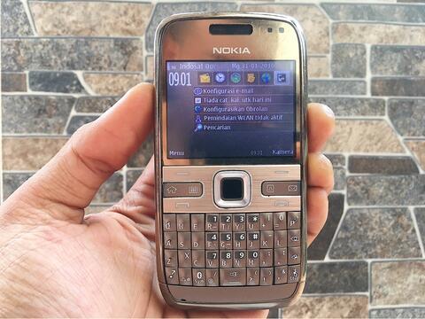Nokia E72 Gold Original Normal Hp Jadul Klasik Kamera Handphone Nostalgia