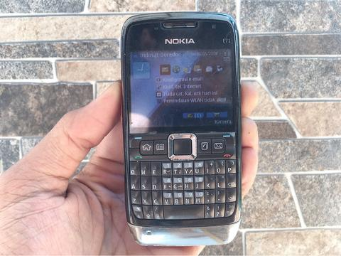 Nokia E71 Normal Hp Jadul Klasik Kamera Qwerty Handphone Nostalgia