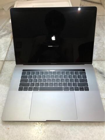 Macbook Pro 15 inch. 2016. i7 2,3ghz. 16gb. 256gb. Mulus. Komplit