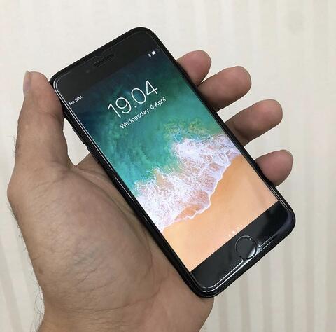 JUAL CEPAT Iphone 7 Jet black 128gb MULUS LIKE NEW !!