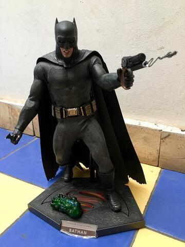 Hot Toys Batman BvS (BIB Perfect)