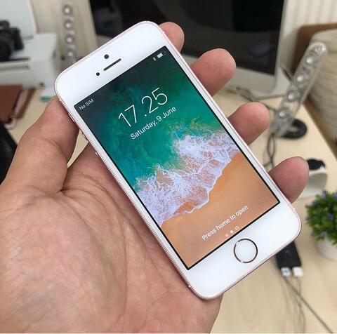 UNTUNG STORE >> iPhone SE 64gb Rose Gold Fullset Normal Murah