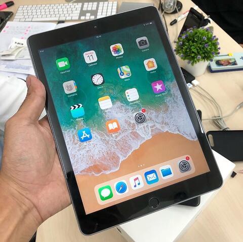UNTUNG STORE >> iPad 5 32gb Wifi Space Gray Mulus Fullset Garansi iBox