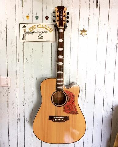 Gitar Akustik & Elektrik di Cibubur