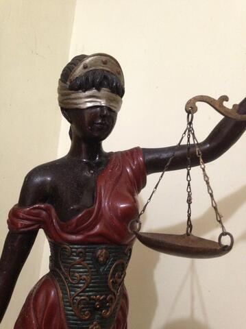 patung dewi justitia keadilan