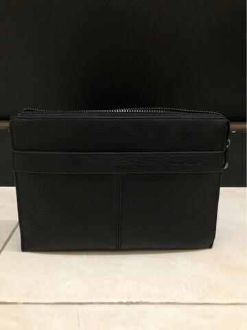 Terjual HUSH PUPPIES Clutch Men Pria PU Leather Original - Black ... dd1e01a6a7