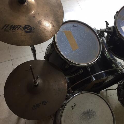 Drum pearl black forum series