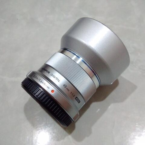 [CAKIM] WTS lensa Olympus M.ZUIKO 45mm F1.8 bonus lenshood