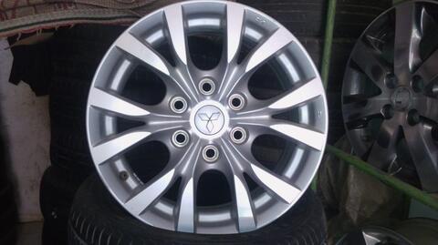 velg OEM pajero V6 r17 pcd 6x139