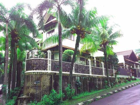 Rumah Pesona Khayangan Depok