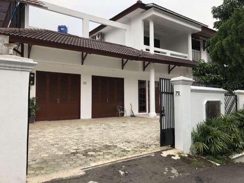 Dijual Rumah di Jalan Benda Kemang Jaksel