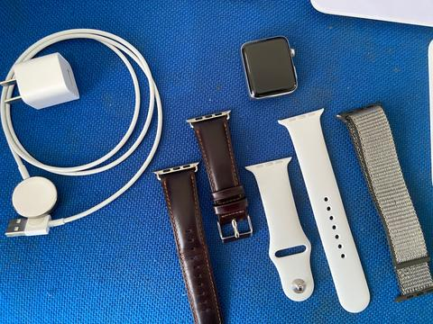 Apple watch seri 3 GPS + seluler tombol merah mulus