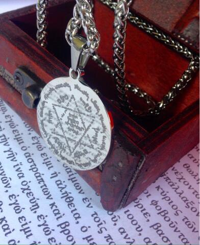 Kalung Kebijaksanaan Kekayaan Kehormatan Raja Daud untuk Raja Sulaiman