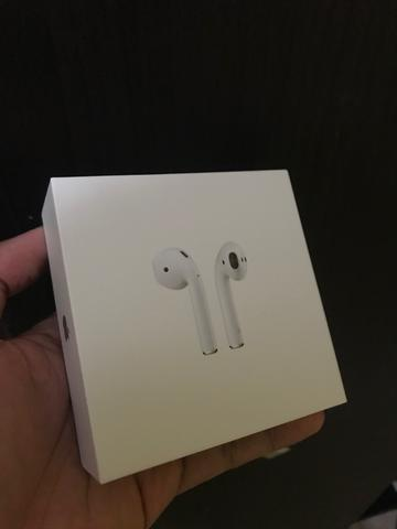 WTS Airpod 2 airpods with Wireless Charging Case