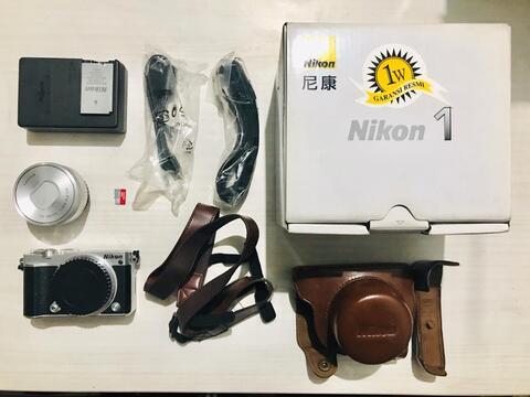 Nikon 1 J5 kit 10-30mm Mirrorless Second