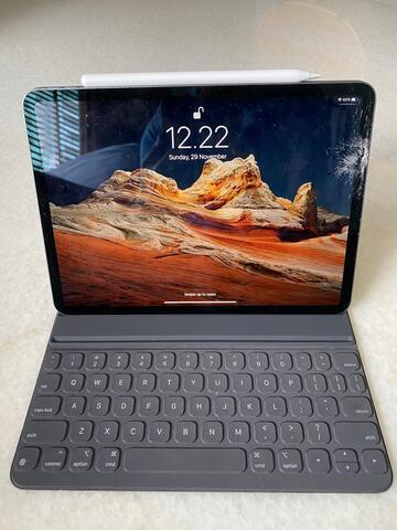 iPad Pro 2018 11 inch 256 GB WIFI, Keyboard, Pencil, semua fungsi 100% normal