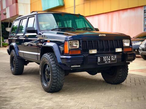 jeep cheeroke 4.0 AT xj 1995 perfect cond khusus orang kaya