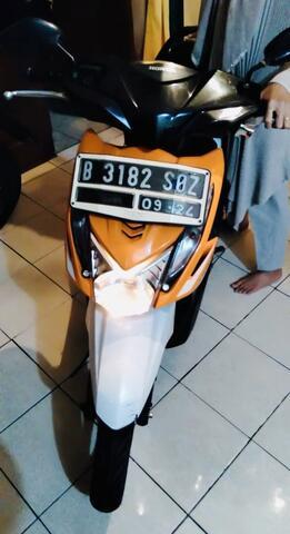 Dijual Motor HONDA BEAT (Orange-2014)