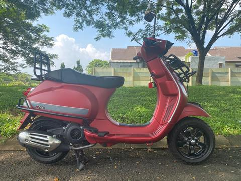 - Vespa S 125 I - Get Merah Maroon KM Rendah 180