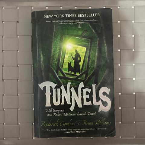 Tunnels : Will Burrow dan Koloni Misterius Bawah Tanah
