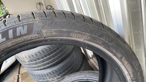 Ban Michelin 245/40/19