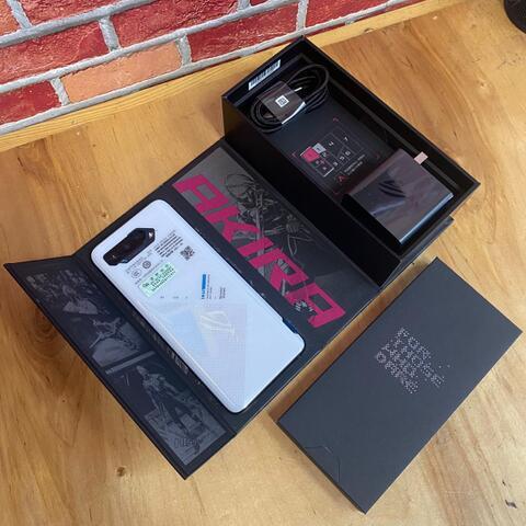 Asus ROG Phone 5 5G 12/128GB Storm White New Open Box Only Fullset Original