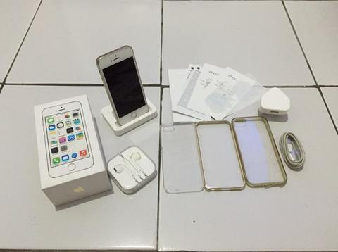 iPhone 5s gold 16 gb banyak bonus dock charger iphone 5s