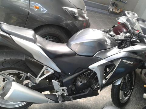 WTS: honda cbr 250 ABS tahun 2011/2012 very low km
