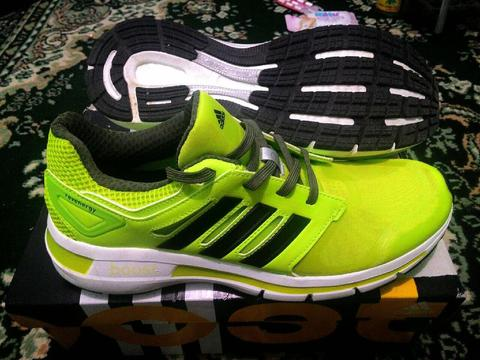 Sepatu Running Adidas Revenergy Boost Techfit M ORIGINAL size 40 2/3 (US 7,5)