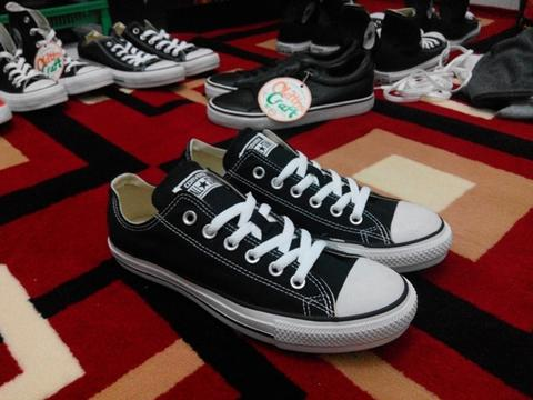 - Oldths Craft - Converse CT OX Black White Kanvas size 40 . Original