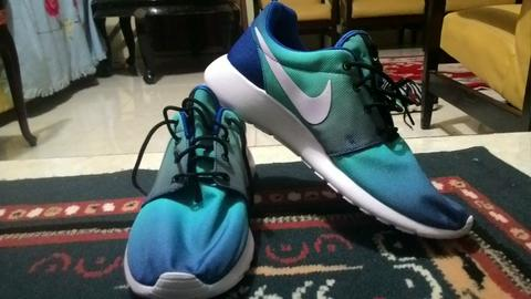 NIKE ROSHE RUN GRADIENT BLUE ORIGINAL