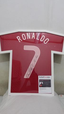 LELANG Jersey Christiano Ronaldo ORIGINAL WITH AUTHENTIC SIGNATURE [Limited only 1]