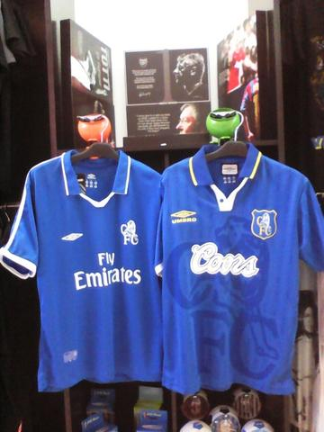 brand new c72a5 ee637 Jersey Retro Chelsea Tahun 2001-2002 & Coors 1995