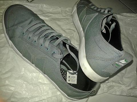 WTS Macbeth Eliot Dusty Blue White (free Totebag dan Box)