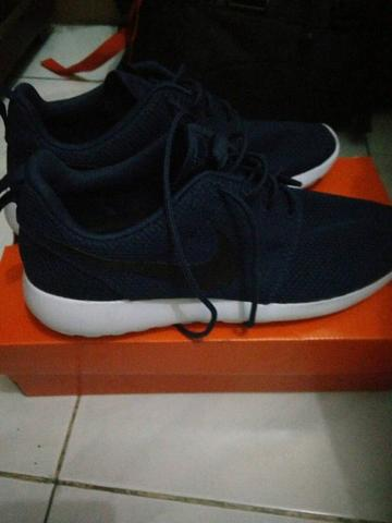 nike roshe run midnight navy size 42