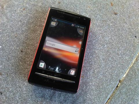 Sony Ericcson W8 Android dan Sony Xperia Go Android