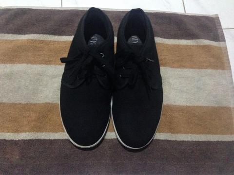Sepatu / Shoes Sneakers Atypical By Zalora