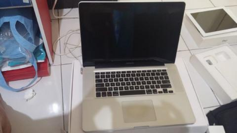 "Macbook pro MD318, core i7 2,4 VGA Ati 6770, 15"", bat normal, mulus"
