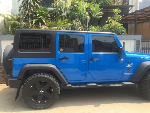 "Jeep Wrangler 2011 Collector dan Rare Item, Special Colour ""Cosmo Blue"""